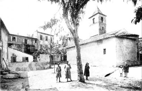 12 LA PLACE VIEILLE DE L'EGLISE EN 1900.jpg