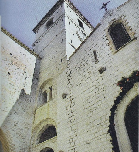 9 L'EGLISE DE SAINT LAURENT DU VAR.jpg