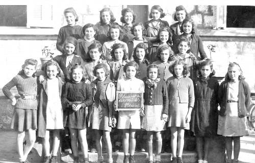 ECOLE DU CENTRE FILLES 1942-43.jpg