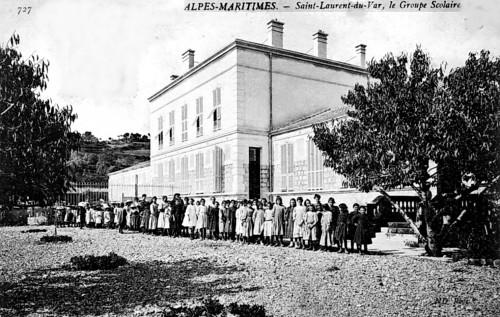 LE GROUPE SCOLAIRE EN 1900.jpg